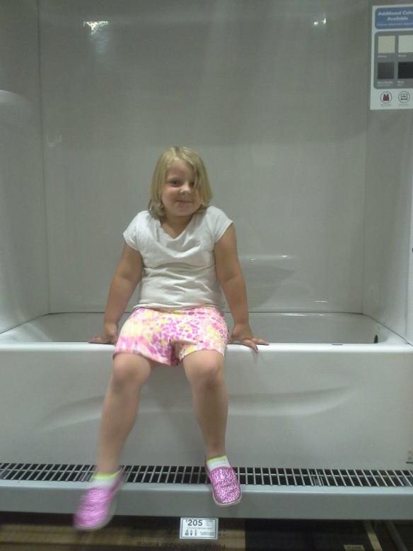 Hanna in tub